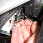 Peugeot 206 - Changing front bulb - removing bulb support