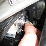 Peugeot 206 - Changing front bulb - removing dimmed beam bulb